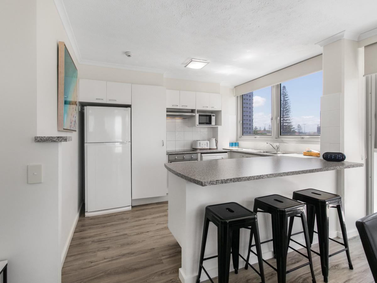 Boulevard Towers Broadbeach Accommodation Kitchen