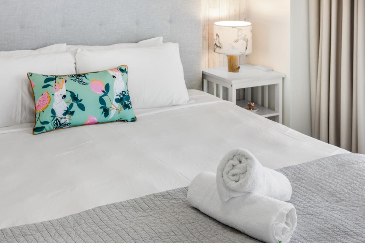 Boulevard Towers Broadbeach accommodation bed