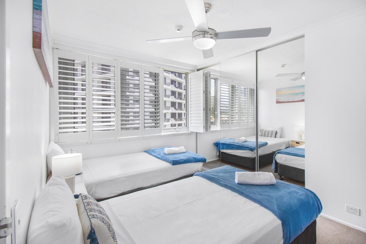 Boulevard Towers Broadbeach accommodation bedroom