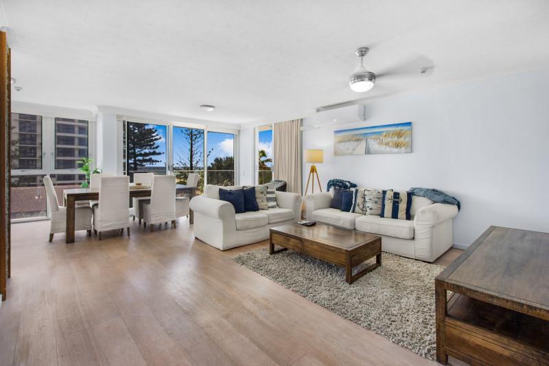 2 Bedroom Deluxe Apartment Lounge