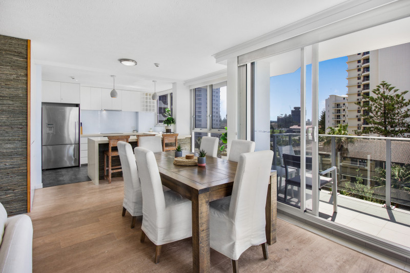 2 Bedroom Deluxe Apartment Dining