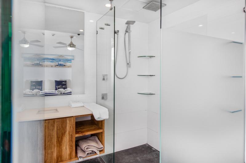 2 Bedroom Deluxe Apartment Bathroom
