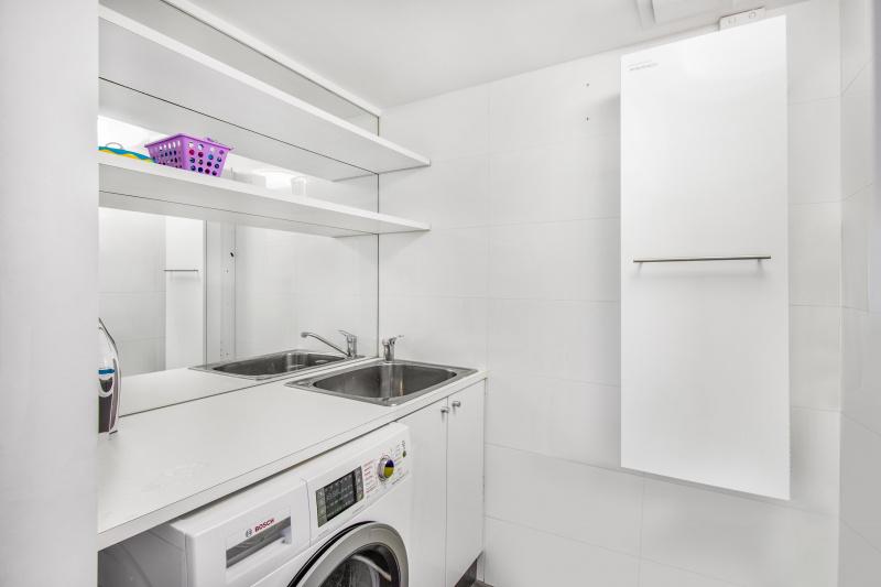 2 Bedroom Deluxe Apartment Laundry