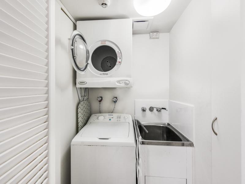2 Bedroom Apartment Laundry